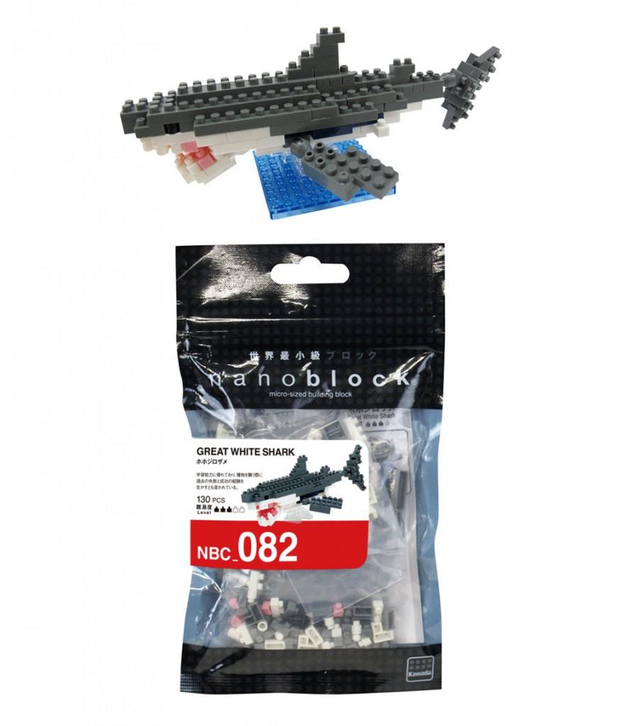 サメ700